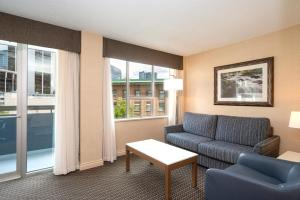 A seating area at Best Western Premier Chateau Granville Hotel & Suites & Conference Centre
