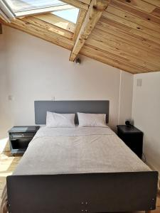 A bed or beds in a room at gite atypique