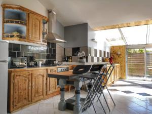 A kitchen or kitchenette at gite atypique