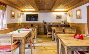Ein Restaurant oder anderes Speiselokal in der Unterkunft B&B de la Poste