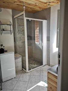 A bathroom at gite atypique