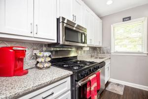 A kitchen or kitchenette at Great place for families in heart of hot Decatur!