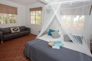 A bed or beds in a room at Villa Aventura