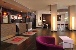 The lobby or reception area at Leonardo Hotel Berlin
