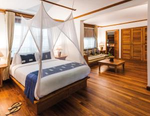 A bed or beds in a room at Governor's Residence, A Belmond Hotel, Yangon