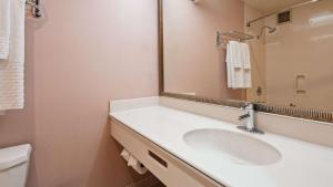 A bathroom at Best Western Plus Suites Hotel - Los Angeles LAX Airport