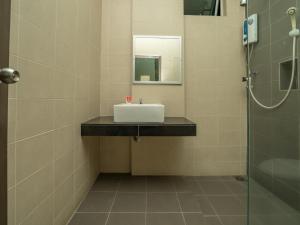 A bathroom at One Garden Hotel @ Senawang