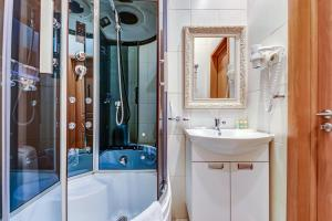 Ванная комната в Sunflower Ривер Отель Москва