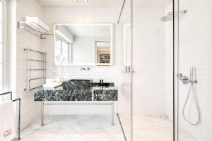 A bathroom at Athenian Foss