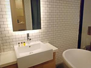 A bathroom at Vismaya Suvarnabhumi Hotel