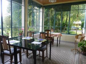 A restaurant or other place to eat at Domaine de la Sauge