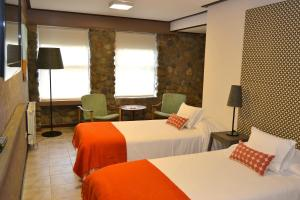 A bed or beds in a room at Hotel ACA El Calafate
