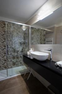 A bathroom at Grand Hotel Portovenere