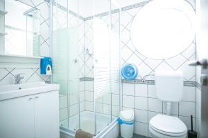 A bathroom at Bonne Chance Restaurant and Hotel