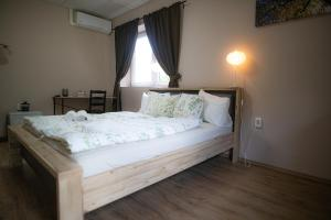 A bed or beds in a room at Bonne Chance Restaurant and Hotel