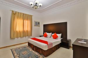 A bed or beds in a room at OYO 279 Al Jawahara