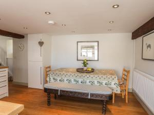 A bed or beds in a room at Old Parciau Cottage