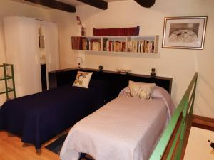 A bed or beds in a room at B&B Il Nespolo