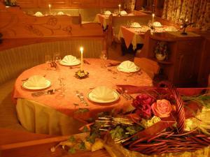 Restorāns vai citas vietas, kur ieturēt maltīti, naktsmītnē Alpenhof Schwaiger