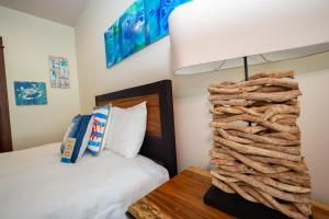 A bed or beds in a room at Luxury Oceanfront Penthouse at Crocs