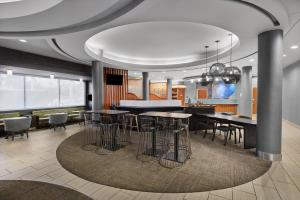 The lounge or bar area at SpringHill Suites Houston Intercontinental Airport