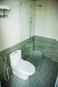 A bathroom at Hue Four Seasons Hotel