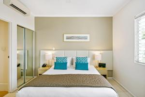 A bed or beds in a room at Mantra PortSea