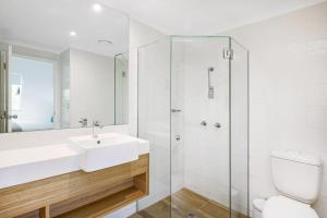 A bathroom at Mantra PortSea
