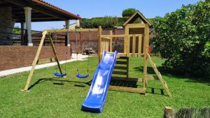 Zona de juegos infantil en Hotel Rústico Prado da Viña