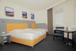 Ein Bett oder Betten in einem Zimmer der Unterkunft Hotel Cockpit