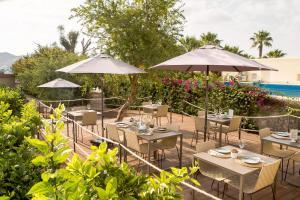 A restaurant or other place to eat at Can Jaume by Ocean Drive