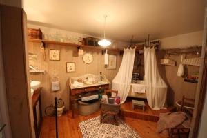 A bathroom at Moulin de la Beraudaie
