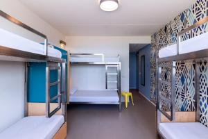 A bunk bed or bunk beds in a room at Stayokay Terschelling