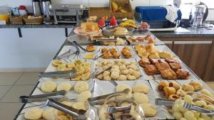 Opções de café da manhã disponíveis para hóspedes em Golden Hotel