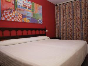 A bed or beds in a room at El Cid