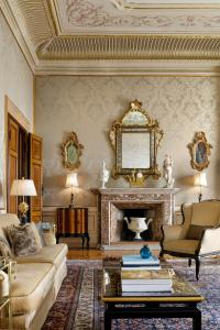 A seating area at Hotel Danieli, a Luxury Collection Hotel