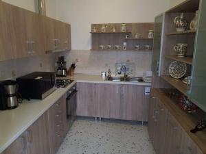 A kitchen or kitchenette at Pensiunea Levendula