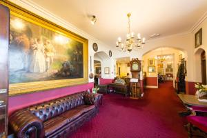 A seating area at Bedford Hotel