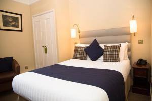 A bed or beds in a room at Bedford Hotel