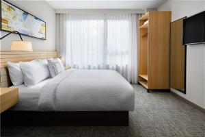 A bed or beds in a room at TownePlace Suites by Marriott New York Manhattan/Times Square