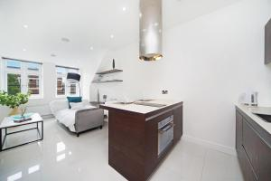 A kitchen or kitchenette at Luxury Studio in the Heart of Kings Cross