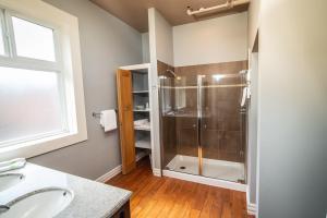 A bathroom at Adventure Hotel