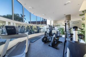 The fitness center and/or fitness facilities at Meriton On Main Beach