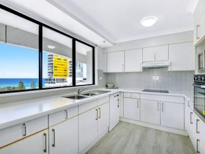 A kitchen or kitchenette at Victoria Square 2 Bed Ocean View Broadbeach