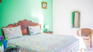 A bed or beds in a room at Waterloo Guest House