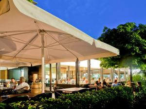 A restaurant or other place to eat at ibis Zurich Adliswil