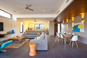 A seating area at Byron Luxury Beach Houses