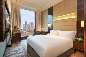 A bed or beds in a room at Park Hotel Farrer Park