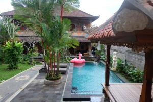 ウブド センサシ バンガローの敷地内または近くにあるプール