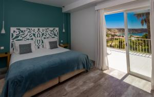 A bed or beds in a room at Mareta View - Boutique Bed & Breakfast